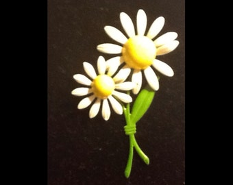 Bring on SPRING with DAISY BROOCH & Earrings Clip On Now on Sale