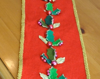 Vintage CHRISTMAS BANNER or MANTLE Runner Holly Red Gold Handmade