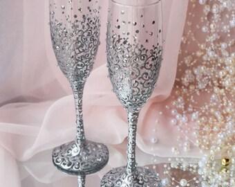 Elegant Silver Wedding Glasses, Wedding Flutes, Wedding Champagne Flutes, Bride And Groom, Silver Wedding, Anniversary gift
