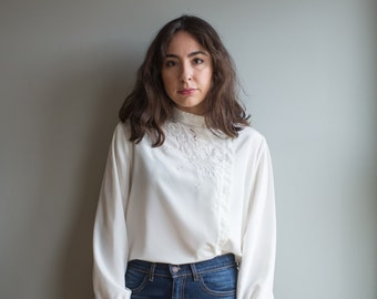 Embroidered Asian Top /  1960's Women's Collared Blouse / Women's Vintage Clothing