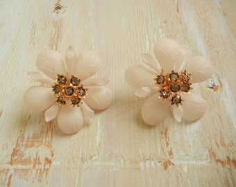 Vintage 1950's   Blush Pink  Flower Earrings     1950's Deadstock  Clip On Earrings