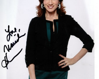 MARILU HENNER :  Actress  Color signed photograph  8X10