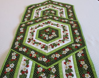 Quilted Table runner, Strawberry Table Runner, Quilted cotton table runner, Table linens, Strawberries, Country decor, Green table runner