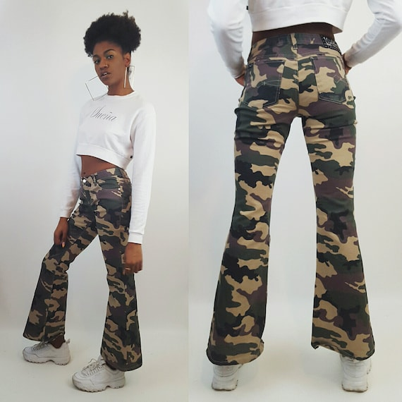 90s y2K Low Waist Camo Print Flared Pants Womens Small - Sparkly Olive Green Camouflage Army Pants - 00s Mudd Glitter Flare Jeans
