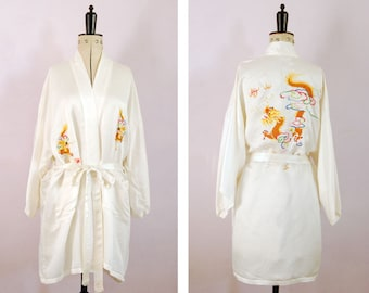 Vintage Chinese hand embroidered white silk robe - Chinese Dragon silk robe - Chinese kimono - Chinese silk kimono - Chinese dressing gown
