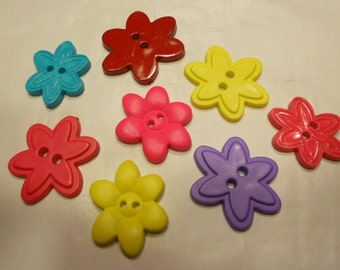 8 piece coloful flower buttons, 25-32 mm (37)
