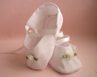 Ribbon Roses Baby Shoes, size 3 to 6 mo. Vintage Look Baptism or Christening Booties, Classic White Cotton, Baby Doll Shoes