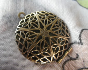 Brass Ox 27mm Lockets with Lacy Filigree Tops 2 Pcs