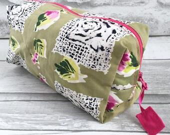 Zipped Bag 1950s Rosebud Fabric