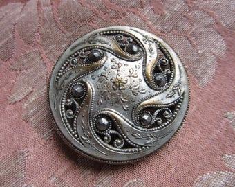 Vintage engraved silver Metal openwork button * 4 cm *.