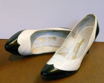 Vintage 1980s Black and White Spectator-style pumps -- size 6 NARROW