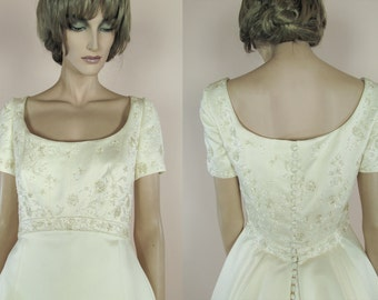 90's Vintage Wedding Dress - Elegant ivory wedding dress from the 1990s – A-line bridal gown -