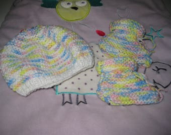 all baby booties bottons and bonnet