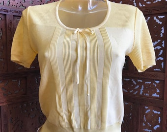 Adorable Vintage Short Sleeve Lightweight Yellow Knit Top