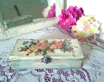 Vintage flowers. Roses. Caskets made of wood. For storing jewelry.