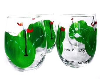 Golf Wine Glass / Golf Gift / Custom Painted Glassware / Golfer / Hole-in-one