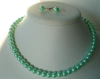 Single Strand menthe vert perle collier de perles et boucles d'oreilles Set Brides grandes ou cadeaux de demoiselle d'honneur