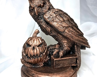 Horned Owl: Hallow's End Witch's Familiar Statue