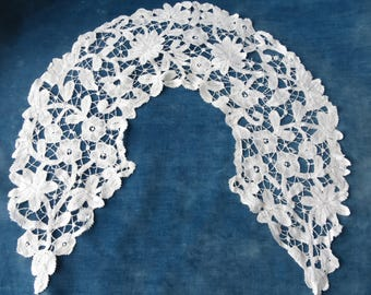 Pretty Antique Victorian Hand Made Brussels Guipure Lace Collar