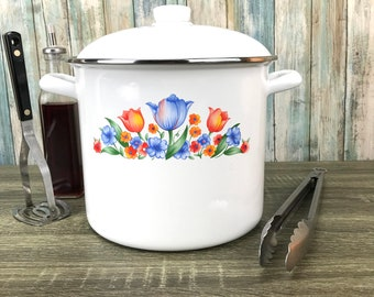 White Enamelware Soup Pot w/ Lid - Country Flowers Design - 8 qt Stew Kettle - Stockpot - Large Sauce Pan - Vintage Kitchen Enamel Cookware