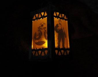 Star Wars- The Force Awakens - Inspired Battery-Operated Plastic Mini Lanterns (Gold)