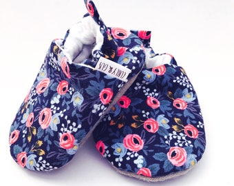 Blue Floral Baby Shoes, Flower Baby Moccs, Baby Girl Shoes, Soft Sole Baby Shoes, Baby Booties,Baby Slippers,Baby Moccasins,Vegan Baby shoes