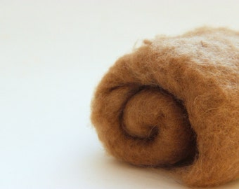 Needle felting wool, earth brown.  Maori wool blend, coopworth & corriedale. Light brown needle felting carded wool. Newborn photo prop.