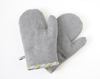 Gray denim oven gloves