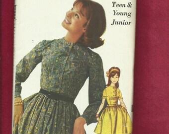 1960's Advance 3060  Classic High School Teen Bubble Dress Size 14 Teen UNCUT
