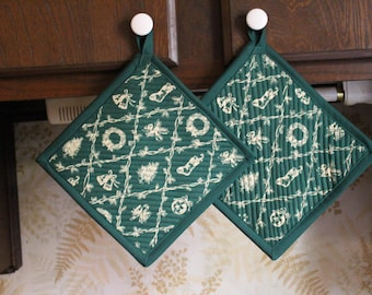 Set 2 Handcrafted Quilted Oversized Potholders Hotpads Trivets, Christmas Trees, Christmas Wreaths