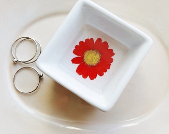 Red Daisy Ring Dish, Pressed Flowers Jewelry Ring Dish, Jewelry Storage, Jewelry Organizer, Wedding Gift