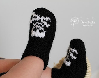 Baby Skull & crossbones hand knitted booties - 6-9 months - Many colours available