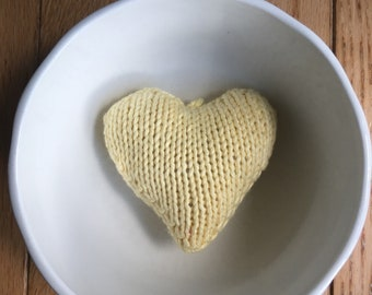 Pale yellow heart