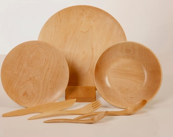 1 Complete sets: 1 fork, 1 spoon, 1 knife, 1 plate of 10.5 '', 1 plate of 7.5 '' and 1 Bowl-Soup of 8.2'' , maple wood
