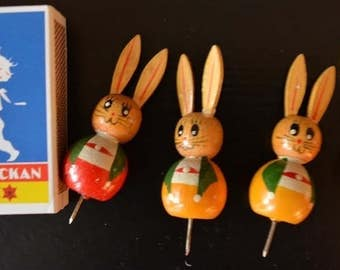 Vintage wooden Easter Bunny for insertion in the Easter wreath, hand painted, 1960s.