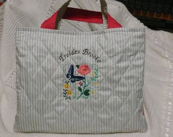Bag embroidered with the fresh spring prints