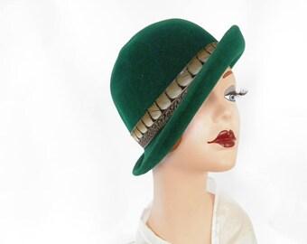 Green cloche hat, vintage 1960s tilt, feather hatband, Frank Olive