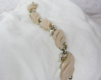 Vintage Claudette Frosted Beige Thermoset and Gold Tone Geometric Link Bracelet