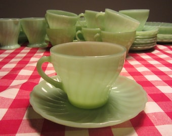 ANCHOR HOCKING - Jadite big Tea Cup and Saucer, range Shell - Made in USA - 1970s