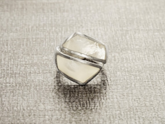Bypass Ring, Sterling Silver, Shell Pearl Gemstone Crossing Ring, Designer, Geometric Flat Stone Ring, Square Modern Jewelry, Unique Ring