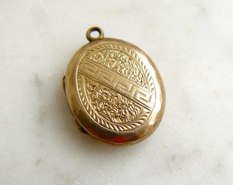 Edwardian Vintage Gold Metal Locket Necklace, Oval Locket, Engraved pendant