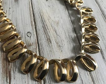 Chunky gold ribbon chain necklace statement jewelry moden 80s style egyptian revival togglr clasp link chain chunky choker gold chain