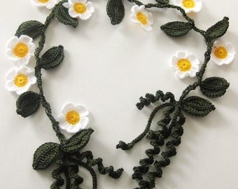 Flower Necklace, in Green