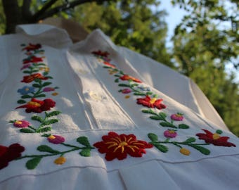 """Vintage hand embroidered Hungarian women's blouse with """"Matyó"""" embroidery"""