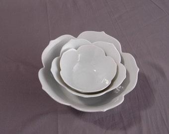 Bowls Vintage Lotus Bowls, 3 White Tulip Edge Bowls, Serving Entertainment, Mid Century Lotus Bowls