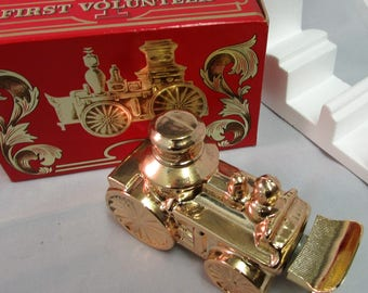 Avon First Volunteer Decanter Tai Winds Cologne Steam Engine Fire Truck Vintage