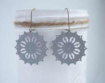 """NEW The """"Abby"""" Medium Round shaped Filigree Earrings - Ultra Lightweight - Great for Gifts (22 colors)"""
