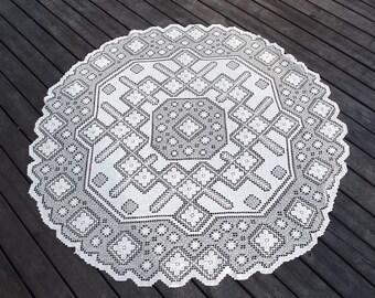 Beige filet lace. Beige tablecloth. Round filet lace. Handmade filet lace. Filet tablecloth. Lace tablecloth. Swedish vintage 1950.