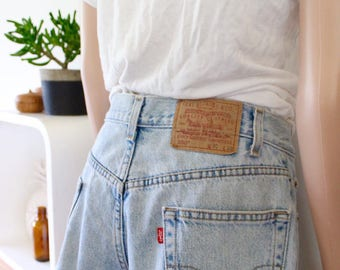 Levis denim shorts distressed light blue high waisted frayed 550 sml med 8 10