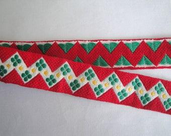 Flat bias, geometric patterned woven Ribbon